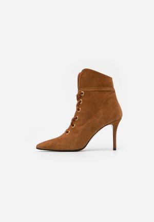 LUISA  - Kotníková obuv na vysokém podpatku - sauro