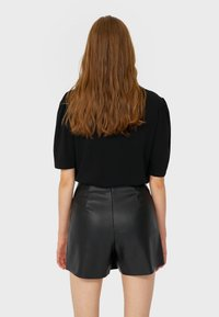 Stradivarius - Shorts - black - 2