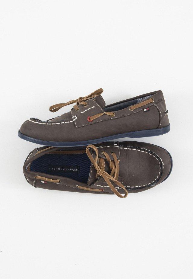 Chaussures bateau - braun