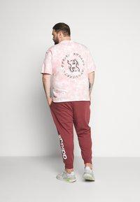 Common Kollectiv - RAGON TIE DYE - T-shirt z nadrukiem - pink - 2