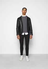 Les Deux - COMO SUIT PANTS - Trousers - black - 1