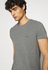 Tommy Hilfiger - STRETCH TEE - T-shirt basic - grey - 4