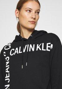 Calvin Klein Jeans - GRID LOGO HOODED DRESS - Day dress - black - 4