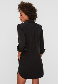 Vero Moda - VMSILLA SHORT DRESS - Abito a camicia - black - 2