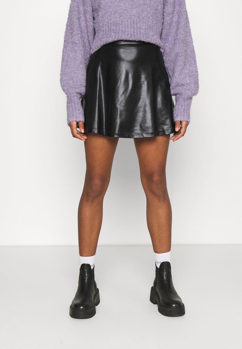 Even&Odd - Mini PU Leather A-line skirt - Jupe trapèze - black