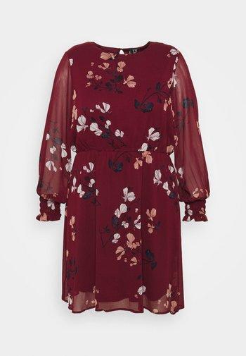 VMNILLA DRESS - Kjole - cabernet