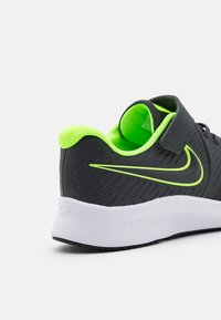 Nike Performance - STAR RUNNER 2 UNISEX - Hardloopschoenen neutraal - anthracite/electric green/white - 5