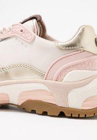 Coach - RUNNER METALLIC  - Sneaker low - rose gold/chalk - 2