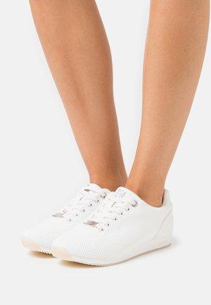 CATO - Trainers - white