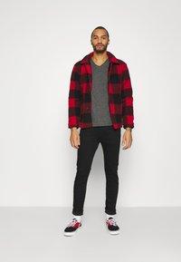Tommy Jeans - SLIM JASPE V NECK - T-shirt basic - black - 1