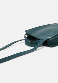 PB 0110 - Across body bag - emerald - 4