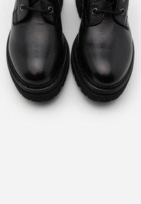 Marc O'Polo - UNDER  - Platform boots - black - 5