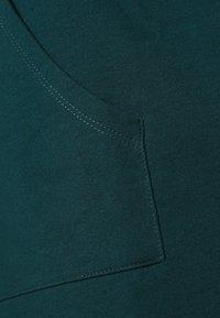 Vero Moda Curve - VMOCTAVIA DRESS - Denní šaty - sea moss - 4