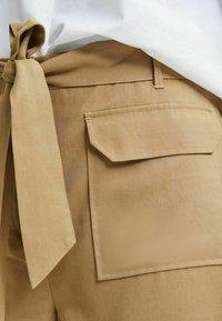 Selected Femme - TENCEL LYOCELL - Shorts - beige - 3