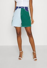 Missguided - FRAYED - Jeansshorts - green - 0