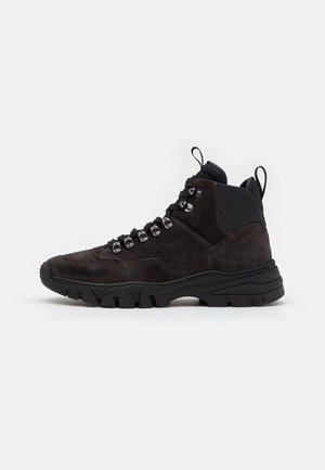 Sneakers high - asfalto/nero