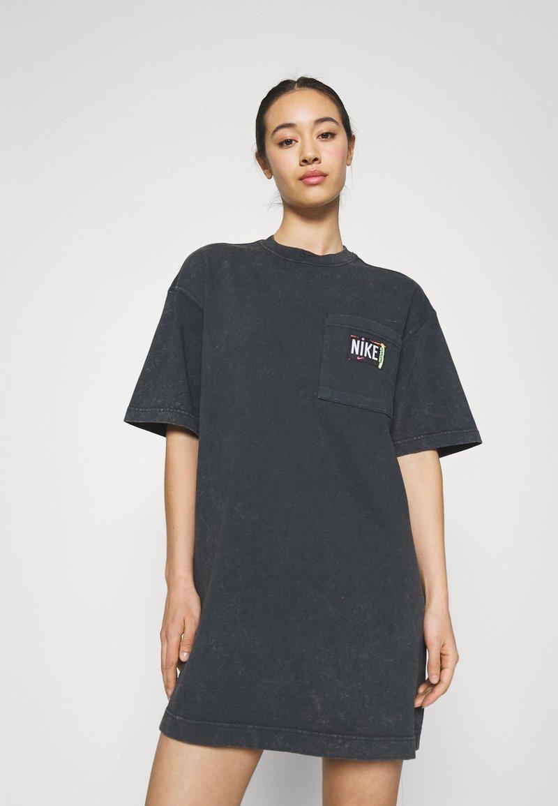 Nike Sportswear - Trikoomekko - black