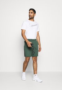 Nike Performance - TRAIN - Short de sport - galactic jade/black - 1