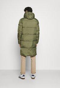 TOM TAILOR DENIM - MODERN PUFFER COAT - Zimní kabát - tree moss green - 2
