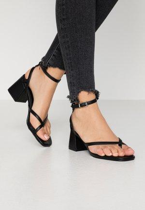 JORDANA - Sandály s odděleným palcem - black