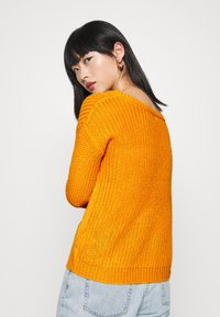 Missguided Petite - OPHELITA OFF SHOULDER - Jumper - mustard - 2