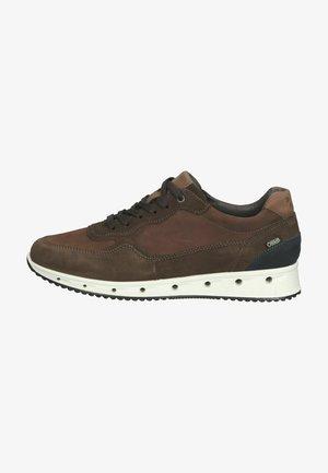 Sneakers - brown