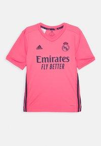 adidas Performance - REAL MADRID SPORTS FOOTBALL UNISEX - Klubové oblečení - pink - 0