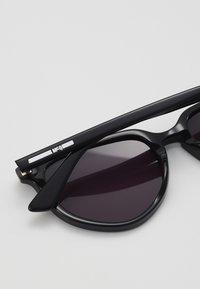 McQ Alexander McQueen - Zonnebril - black/smoke - 2