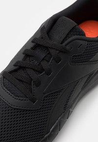 Reebok - FLEXAGON ENERGY TR 3.0 MT - Gym- & träningskor - core black/footwear white - 5