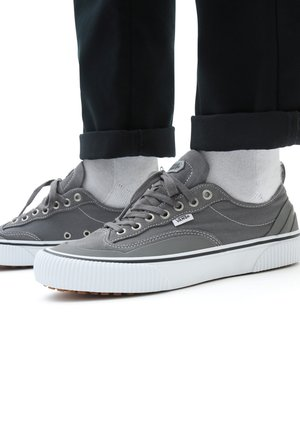 UA DESTRUCT SF - Trainers - pewter/true white