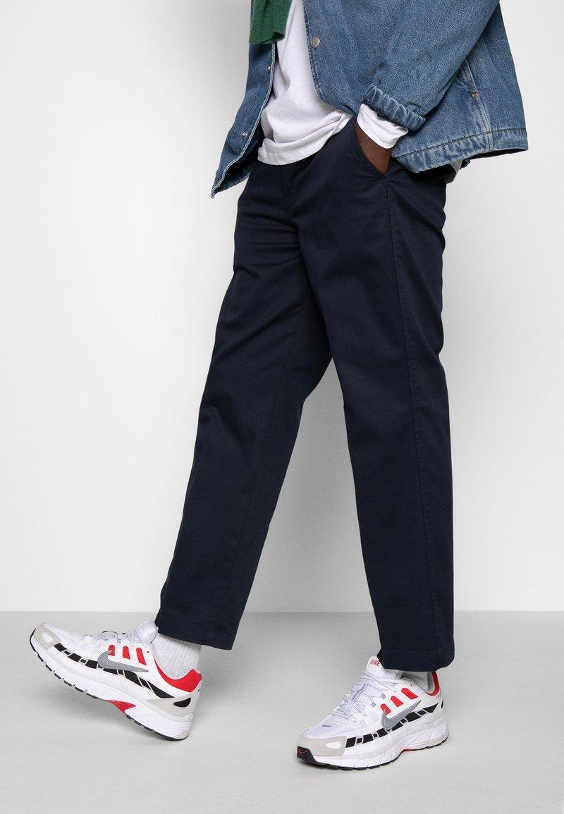 Nike Sportswear - P-6000 - Sneakers - white/particle grey/university red/neutral grey/black