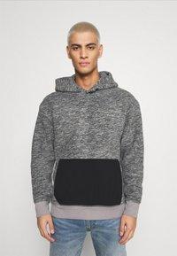 Levi's® - HOODIE - Luvtröja - mottled grey/black - 0