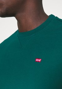 Levi's® - NEW ORIGINAL CREW UNISEX - Sweatshirt - greens - 4