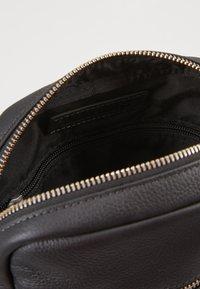 Timberland - SMALL CROSSBODY - Across body bag - black - 4