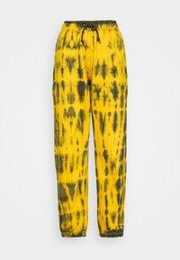 Missguided - TIE DYE JOGGER - Pantalones deportivos - brown - 4