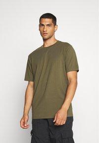 Weekday - FRANK - T-shirt - bas - khaki green - 0