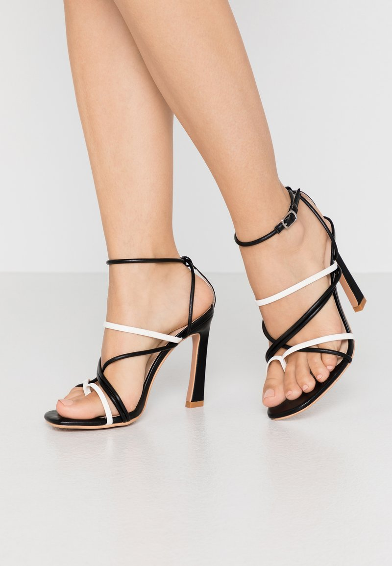Lost Ink Wide Fit - STRAPPY MIXED COLOUR  - Korolliset sandaalit - black
