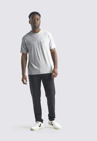 Icebreaker - T-shirt basic - blizzard hthr - 0