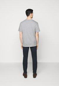 HUGO - DOLIVE - Print T-shirt - silver - 2