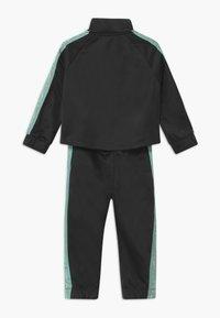 Nike Sportswear - COLORSHIFT TAPING TRICOT SET - Tepláková souprava - black - 1