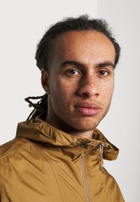 The North Face - CYCLONE JACKET UTILITY - Outdoorjas - brown/off-white - 3