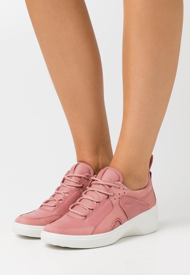 ECCO - SOFT WEDGE - Sneakersy niskie - light pink