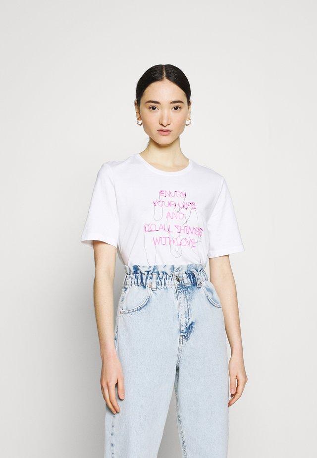 ONLCHLOE LIFE BOXY - T-shirt con stampa - bright white
