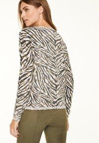 comma casual identity - Jumper - khaki zebra and flower - 2