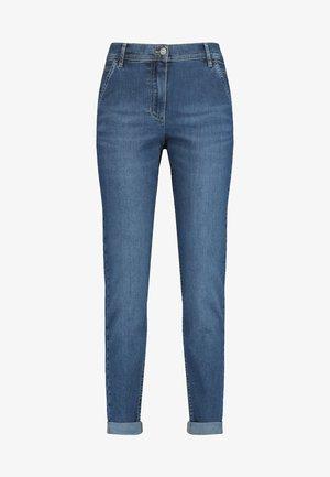 MIT USED-EFFEKTEN MODERN - Slim fit jeans - blue denim mit use