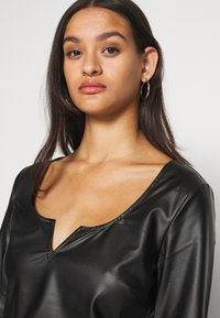 Nly by Nelly - V FRONT - Blouse - black - 4