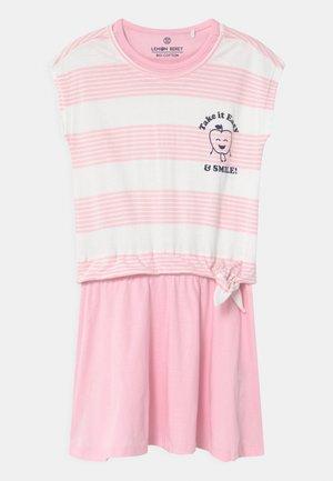 SMALL GIRLS - Žerzejové šaty - almond blossom