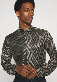 Twisted Tailor - CHEGRIN - Shirt - black/gold - 3