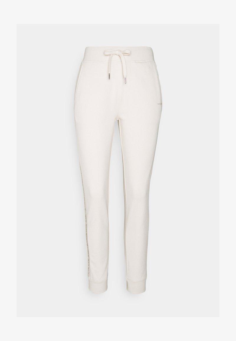 Calvin Klein Jeans - LOGO PANTS - Teplákové kalhoty - white sand