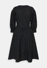 KARL LAGERFELD - LOGO EMBROIDERED SHIRT DRESS - Freizeitkleid - black - 1